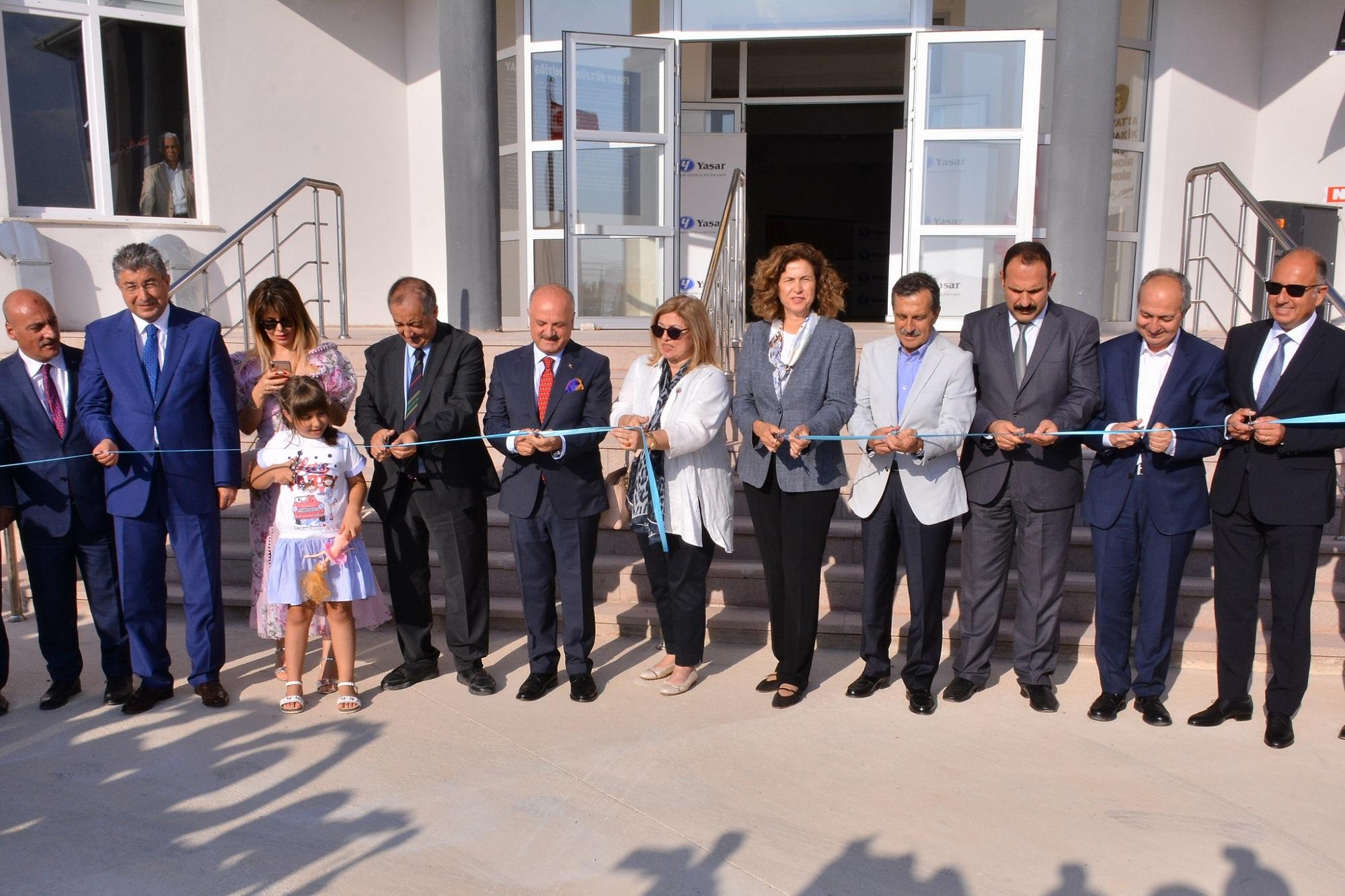 Eskişehir Valisi Özdemir Çakacak; Yaşar Holding Yönetim Kurulu Başkanı Selim Yaşar, Yaşar Eğitim Ve